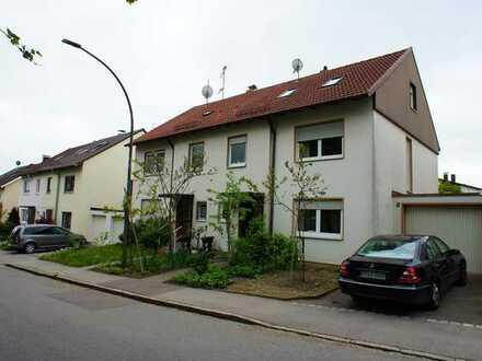 Zu Vermieten! 1,5 Zimmer Dachgeschosswohnung in einer Doppelhaushälfte in Neusäß/Steppach