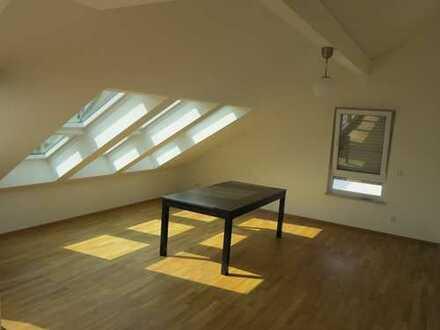 Dachgeschosswohnung, 5 Zimmer, mit Loggia, EBK, Süd-West-Ausrichtung und Aufzug