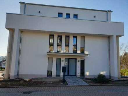 Erstbezug: Helle, lichtdurchflutete Penthauswohnung mit umläufigen Balkon in Nideggen