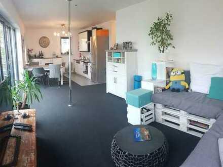 Schöne, hochwertige 3-Zimmer Wohnung in top Lage mit Balkon und Parkplatz