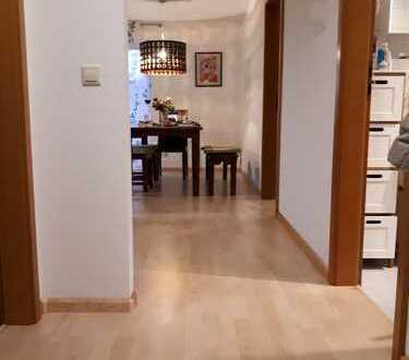 Charmante 2,5 -Zimmer-Dachwhg. mit EBK und Balkon