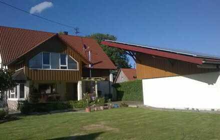 Freistehendes Einfamilienhaus mit Garagen und Werkstatt