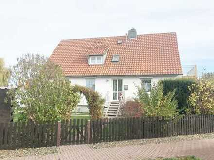 Gepflegtes Ein bzw. Zweifamilienhaus mit Garten und Doppelgarage