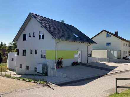 Neuwertige 3-Zimmer-Erdgeschosswohnung mit Terrasse, Balkon und EBK in Loßburg