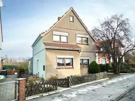 Dr. Rademann Immobilien: Ein- Zweifamilienhaus mit Modernisierungsbedarf in beliebter Wohnstraße
