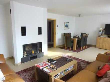 Top-renoviertes 2 Familienhaus mit riesiger Maisonette Wohnung in Blankenloch