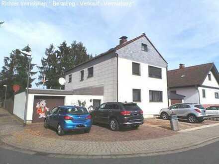 Viel Platz für die große Familie: Frei stehendes 2-3-Familienhaus auf ca. 556 m ² Eckgrundstück