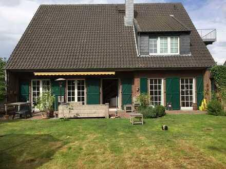 Schönes Landhaus mit fünf Zimmern in Neuss (Rhein-Kreis), Korschenbroich