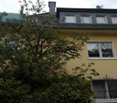 Gepflegte 4-Zimmer-Dachgeschosswohnung mit Balkon in Essen