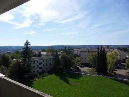 Freundliche 4-Zimmer-Wohnung mit Balkon und Einbauküche in Calw