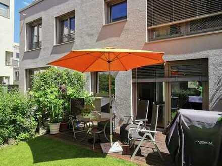 Neuwertiges und elegantes Reihenhaus mit hochwertiger Einbauküche, Dachterrasse und Garten, 4 Zimmer