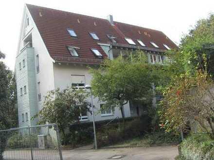 Wir haben den Schlüssel zu Ihrem Glück! 3-Zi.-Whg.,Balkon, EBK, in ruhige Lage in Leonberg-Höfingen.