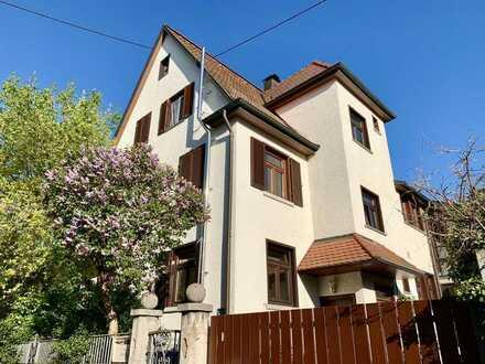 Großzügiges Haus mit weitläufigem Garten – mitten in der Stadt Metzingen!