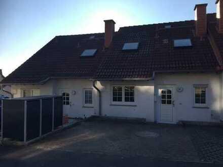 attraktive, renovierte Reihenmittelhaus in ruhiger Wohngegend