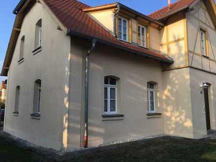 Lichtdurchflutete, komplett renovierte 2-Zimmer-Altbauwohnung