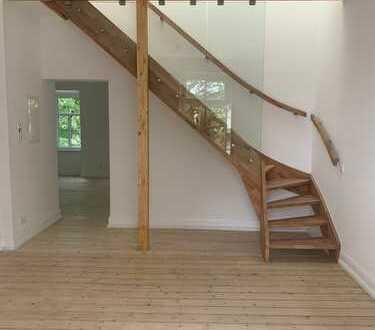 Erstbezug nach Sanierung: Exklusive helle 5-Zimmer-Maisonette-Wohnung mit Balkon im Villenviertel