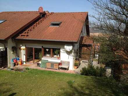 Ansprechende 4-Zimmer-Maisonette-Wohnung mit Terasse und Garten in Neckarburken