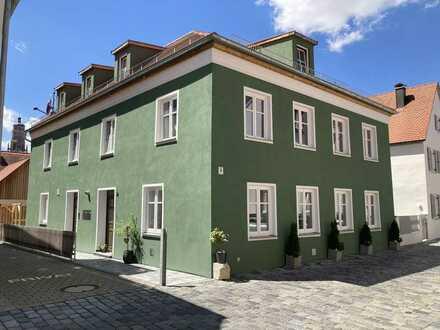 Erstbezug nach Sanierung: 3,5-Zimmer-EG-Wohnung mit EBK und Terrasse in der Altstadt von Nördlingen