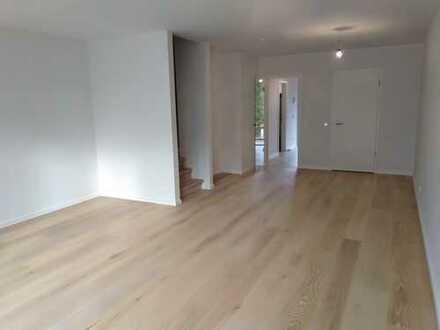 Erstbezug! 3-geschossige Maisonette-Wohnung im Townhous-Stil AB SOFORT zu vermieten