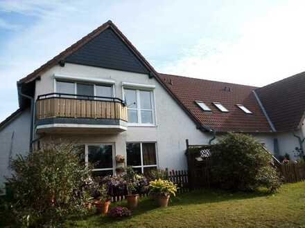 Preiswerte, gepflegte 4-Zimmer-DG-Wohnung mit Balkon und Einbauküche in Arneburg