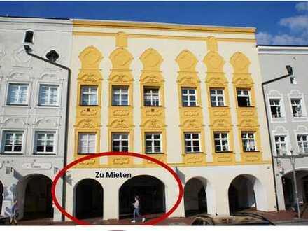 mittige Bestlage am Stadtplatz von Mühldorf mit Arkaden - moderne Einzelhandelsfläche ca. 300m²