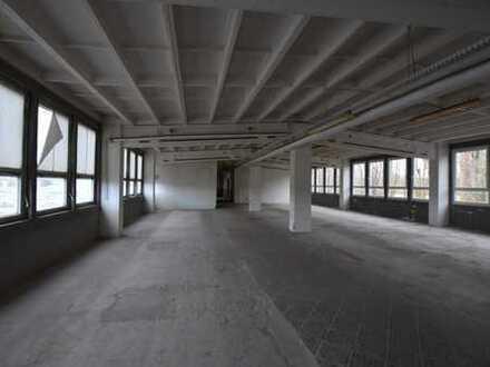 Produktionsgebäude - Werkstätten - Lager im Industriegebiet Coswig