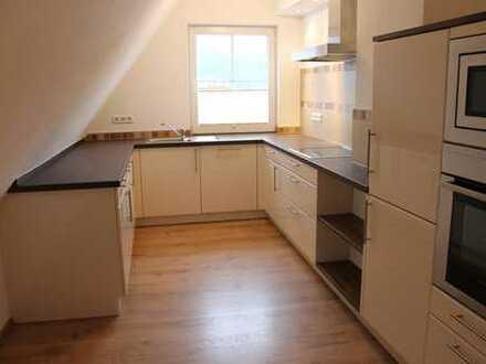 Günstige, vollständig renovierte 4-Zimmer-DG-Wohnung mit Einbauküche in Finnentrop