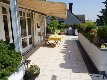 HAUS IM HAUS! Luxuriöse + großzügige Maisonettewohnung mit idyllischer Dachterrasse!