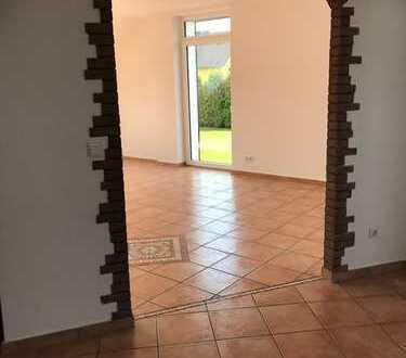 Erstbezug nach Sanierung: großzügige / freundliche 4-Zimmer-Wohnung mit Balkon in Mettmann