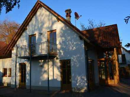 Eindrucksvolles Wohlfühlhaus in ruhiger Lage mit guter Verkehrsanbindung in Essingen, Nähe Landau