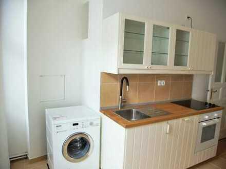 Teilmöblierte, frisch renovierte Altbauwhg - Part-furnished newly renovated Altbau apt - Leopoldkiez