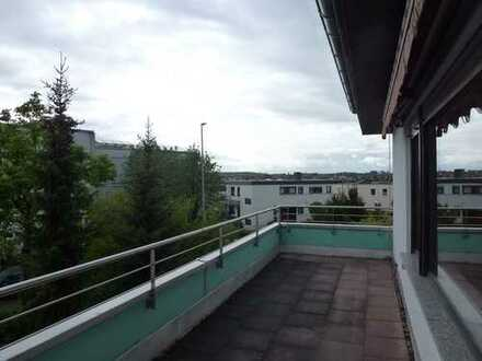 Helle 4,5 Zi. WHG 121 m² - großer Balkon mit Aussicht, TG-Stellplatz und großer Hobbyraum