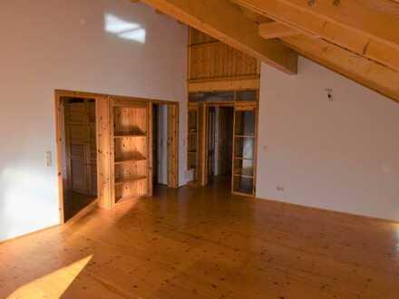 Gemütliche Dachgeschoss-Wohnung mit Balkon in Albersweiler