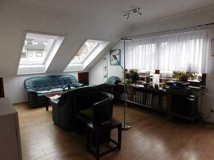 Ansprechende 2-Zimmer-Dachgeschosswohnung mit Balkon und Einbauküche in Pforzheim