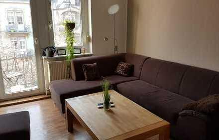 Helles WG-Zimmer in schöner Altbauwohnung