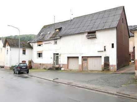 Wohnhaus mit Scheune in Aßlar-Bechlingen
