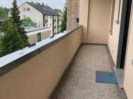 Gepflegte 3-Zimmer-Wohnung mit Einbauküche, Loggia, Stellplatz und Gartennutzung in Offenbach-Bürgel