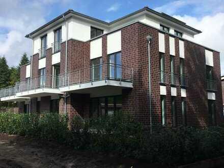 Neubau: Moderne Erdgeschoßwohnung mit Gartenanteil, Einbauküche und PKW-Stellplatz