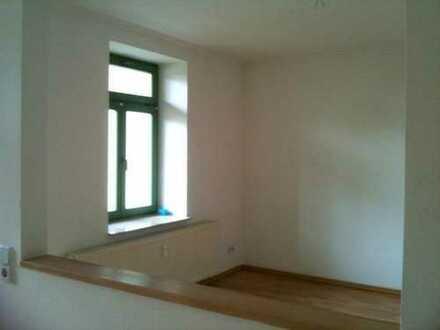*Wunderschöne 2-Raum Wohnung mit Balkon ins Grüne*