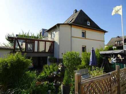 Gepflegte Gewerbeimmobilie m. Kosmetikstudio und Einfamilienhaus mit Schwimmbad