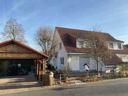 Doppelhaushälfte in Zentrumsnähe mit liebevoll angelegtem Grundstück