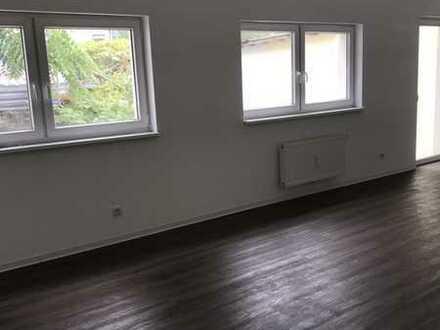 Kernsanierte 4 Zimmer Wohnung mit offener Wohnküche nähe Centro