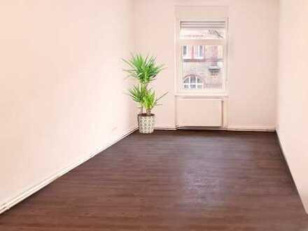 Frankfurt-Unterliederbach: Jahrhundertwendehaus - sanierte 3 Zimmer Wohnung in gepflegter Wohnlage