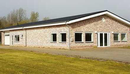 *Multifunktionshalle in Bunde*