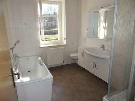 +++ NEU RENOVIERT +++ 4-Raum-Wohnung mit Garage und Einbauküche