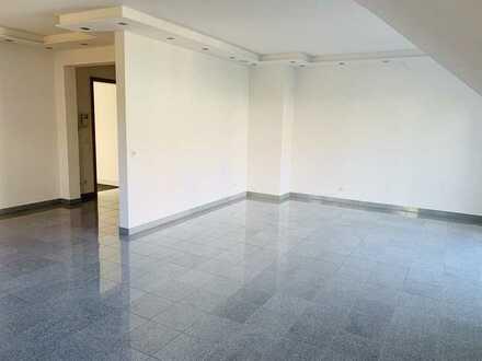 Gepflegte Wohnung mit drei Zimmern sowie Balkon und Einbauküche in Kleinglattbach