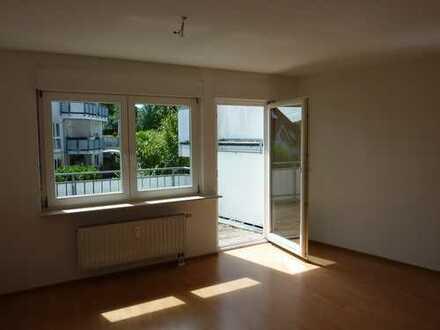 Gepflegte 2,5-Zimmer-Wohnung mit Balkon und EBK in Murr