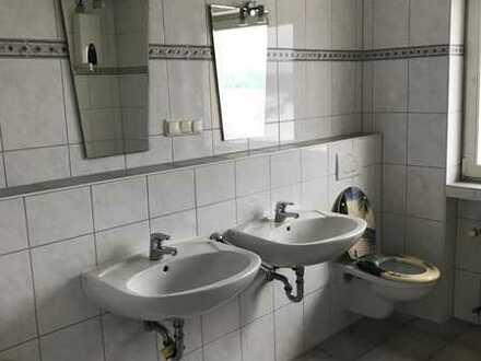 Gepflegte und geräumige 3-Zimmer,Küche, Bad, Abstellraum, Keller-Wohnung mit Balkon in Emmelshausen