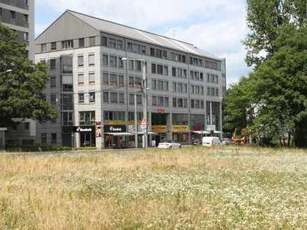zentrale Lage am Postplatz gegenüber Zwinger, gute Sichtbarkeit, große Schaufenster, Klimaanlage