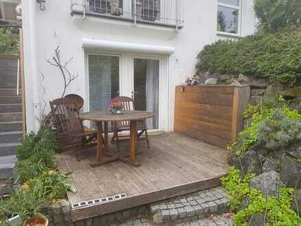Exklusive, geräumige und gepflegte 1-Zimmer-Terrassenwohnung mit Balkon und EBK in Kempten (Allgäu)